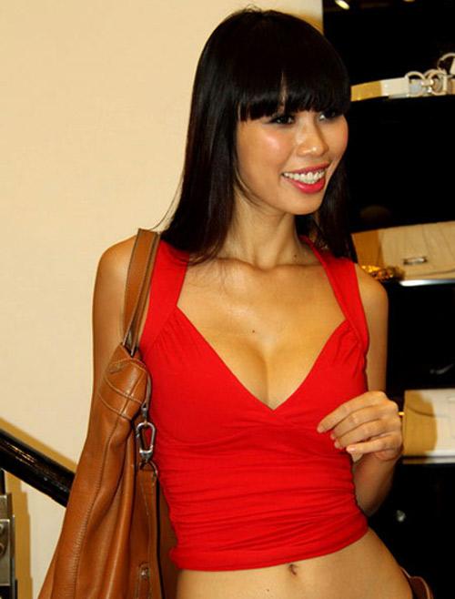 """Nốt ruồi """"phú quý"""" trên ngực mỹ nữ Việt - 10"""