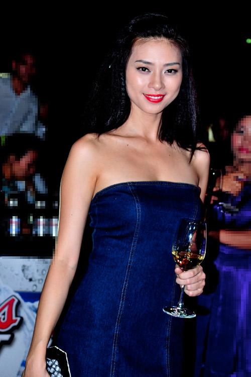 """Nốt ruồi """"phú quý"""" trên ngực mỹ nữ Việt - 12"""