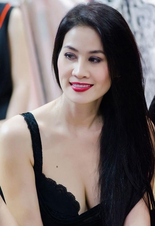 """Nốt ruồi """"phú quý"""" trên ngực mỹ nữ Việt - 8"""