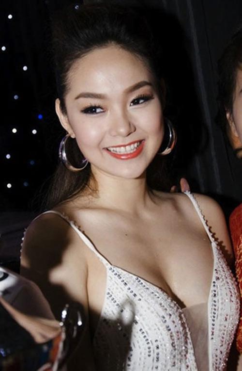 """Nốt ruồi """"phú quý"""" trên ngực mỹ nữ Việt - 9"""