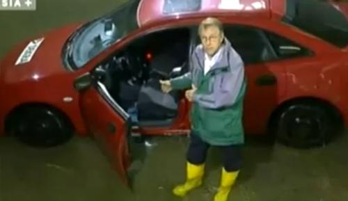 Những vật dụng cứu mạng khi xe ngập nước - 1