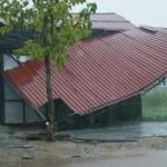 Tin tức trong ngày - Sau bão, lốc xoáy lại tàn phá miền Trung