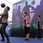 Bóng đá - Thử thách thú vị với tâng bóng theo nhóm