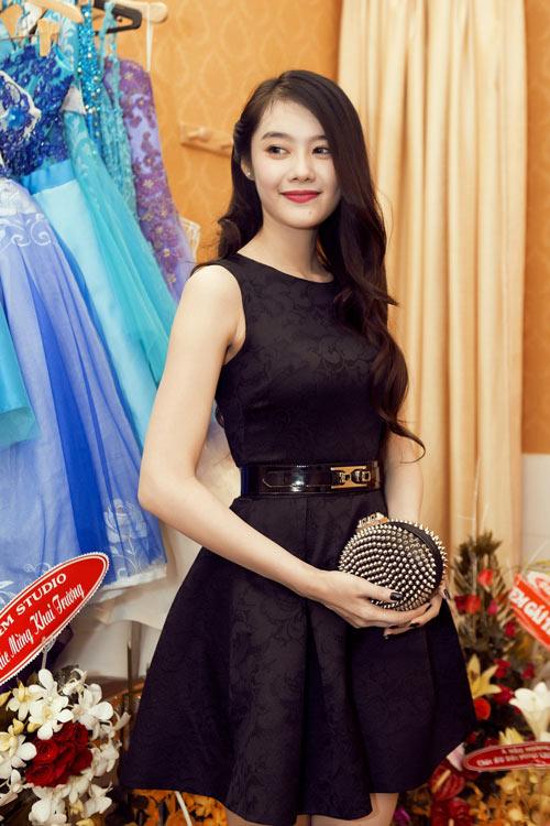 Linh Chi trẻ trung cùng váy xòe - 2