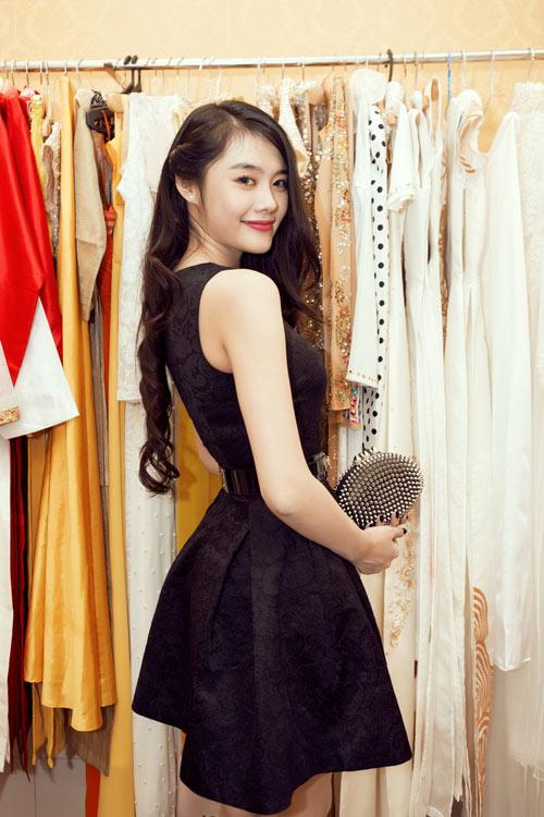 Linh Chi trẻ trung cùng váy xòe - 1