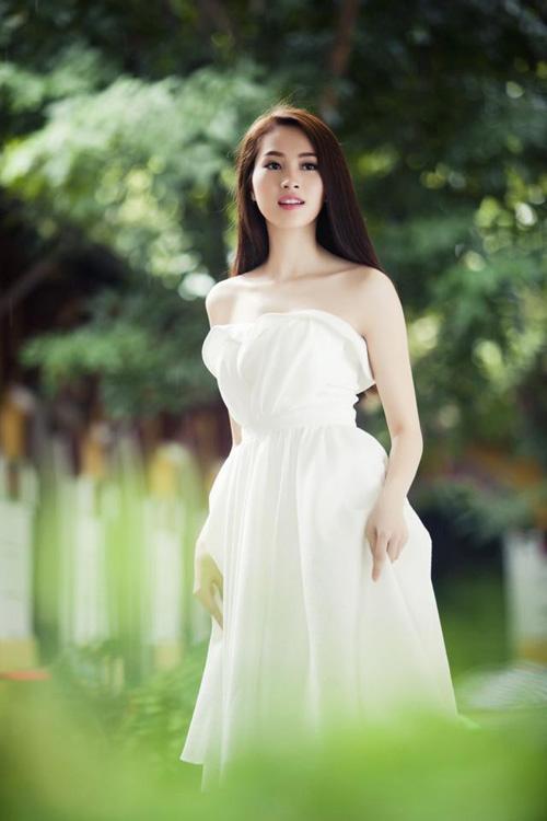 Thu Thảo khoe vai trần tinh khôi - 5