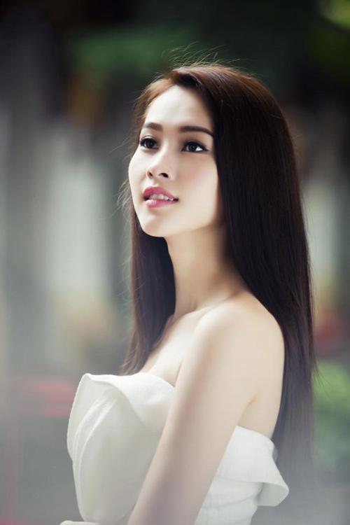 Thu Thảo khoe vai trần tinh khôi - 2