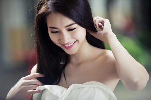 Thu Thảo khoe vai trần tinh khôi - 1