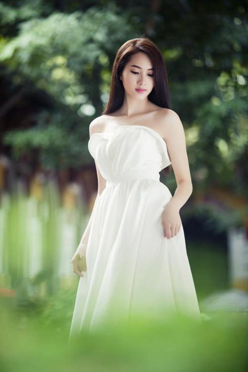 Thu Thảo khoe vai trần tinh khôi - 7