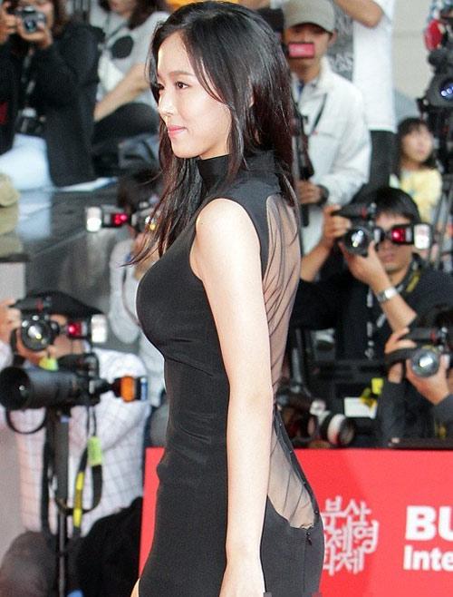 Người đẹp Hàn phải trả giá vì váy mỏng - 2