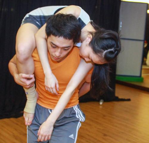 Đề tài đồng tính lên sân khấu Bước nhảy - 6