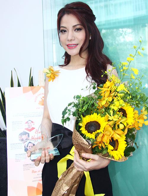 Trương Ngọc Ánh nhận giải Phụ nữ của năm - 2
