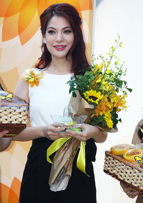 Trương Ngọc Ánh nhận giải Phụ nữ của năm - 3