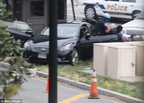 Video vụ đuổi bắn ôtô lao vào Nhà Trắng - 3
