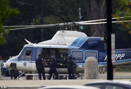 Video vụ đuổi bắn ôtô lao vào Nhà Trắng - 4