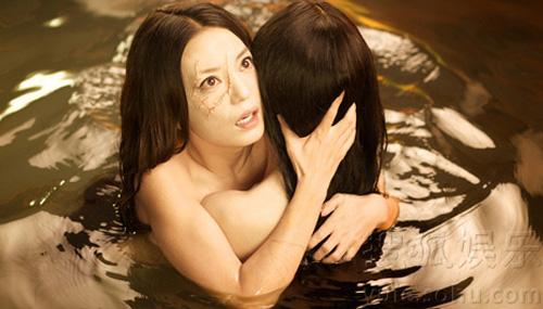 """Video: Châu Tấn """"lột da"""" tắm trần - 13"""