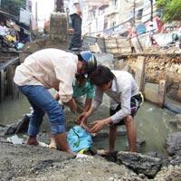 HN: Khoảng 8.000 dân mất nước vì vỡ đường ống