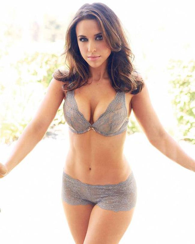 Cô là một trong những người đẹp nổi tiếng trong làng giải trí Hollywood.