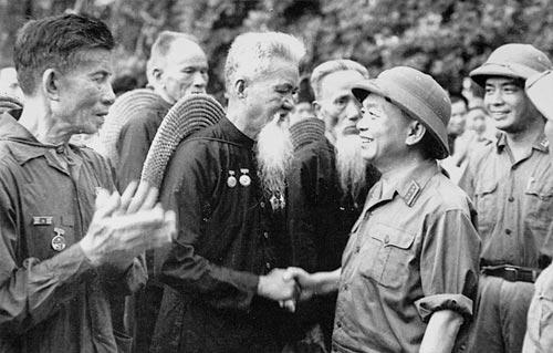 Những bức ảnh lịch sử về Đại tướng Võ Nguyên Giáp - 9