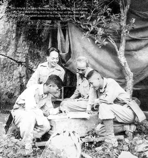Những bức ảnh lịch sử về Đại tướng Võ Nguyên Giáp - 5