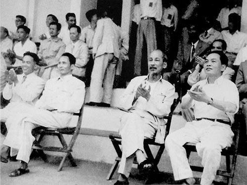 Những bức ảnh lịch sử về Đại tướng Võ Nguyên Giáp - 6
