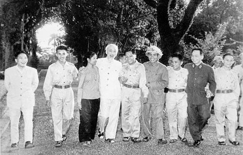 Những bức ảnh lịch sử về Đại tướng Võ Nguyên Giáp - 7