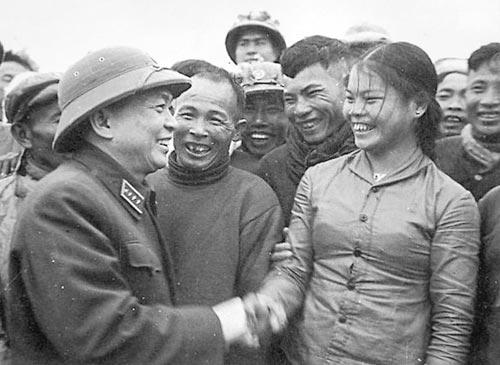 Những bức ảnh lịch sử về Đại tướng Võ Nguyên Giáp - 8