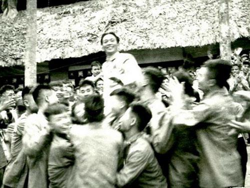 """Nghe """"Chiến thắng Điện Biên"""" nhớ Tướng Giáp - 5"""