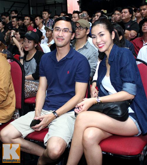 Vợ chồng Hà Tăng giản dị đi xem đấu võ - 1