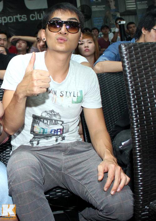 Vợ chồng Hà Tăng giản dị đi xem đấu võ - 13
