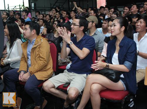 Vợ chồng Hà Tăng giản dị đi xem đấu võ - 2