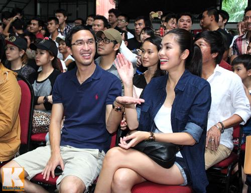 Vợ chồng Hà Tăng giản dị đi xem đấu võ - 3