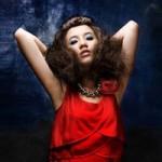 Bạn trẻ - Cuộc sống - Son phấn quá tay, hot girl Việt bị chê già