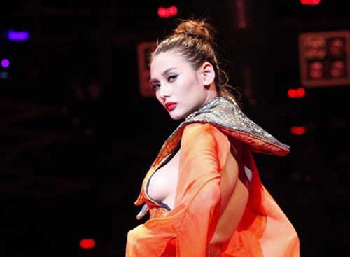 """Dấu hiệu """"lạ"""" tại Siêu mẫu Việt Nam 2013 - 2"""