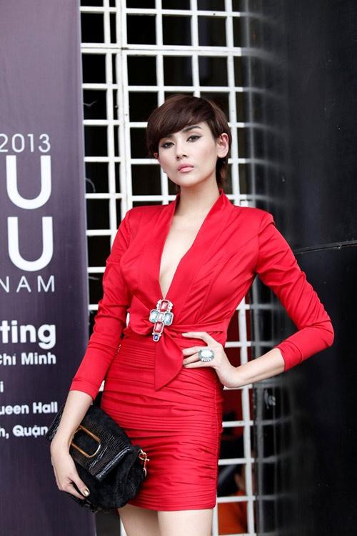 """Dấu hiệu """"lạ"""" tại Siêu mẫu Việt Nam 2013 - 1"""