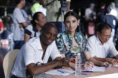 """Dấu hiệu """"lạ"""" tại Siêu mẫu Việt Nam 2013 - 4"""
