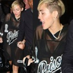 """Thời trang - """"Gái hư"""" Miley Cyrus mặc váy trong suốt"""