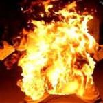 An ninh Xã hội - Đổ xăng đốt người yêu rồi đưa đi cấp cứu