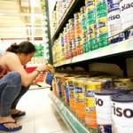 """Thị trường - Tiêu dùng - Giá sữa liệu có bình ổn sau khi bị """"siết""""?"""