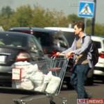 Tin tức trong ngày - Snowden bị bắt gặp đi mua sắm tại Nga?