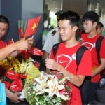 """Bóng đá - U19 VN gây """"bão"""" ở sân bay Tân Sơn Nhất"""