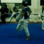 Thể thao - Cú đá K.O rợn người của Taekwondo Việt