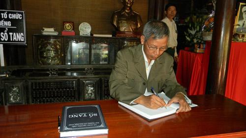 Người Quảng Bình nghiêng mình trước di ảnh Tướng Giáp - 10