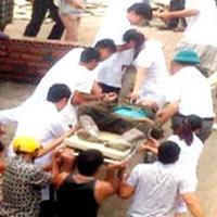 Sập bờ kè bê tông, 4 người bị đè chết