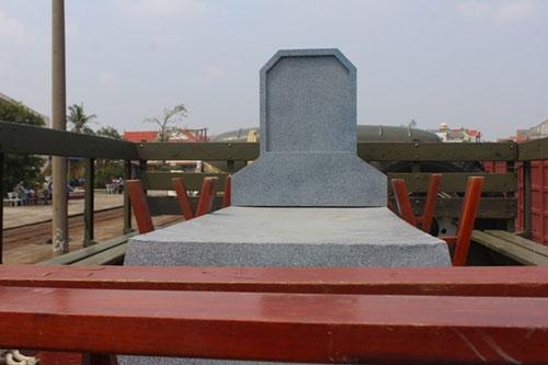 Tàu đặc biệt chở nắp mộ Đại tướng đã tới QB - 10