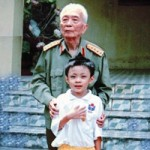 Bạn trẻ - Cuộc sống - Thần đồng 5 tuổi từng chụp ảnh với Đại tướng