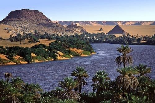 Hồ nước kỳ diệu giữa sa mạc Sahara - 2