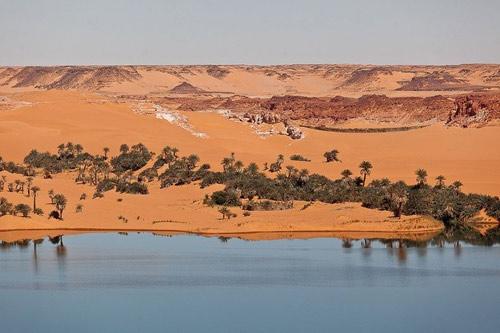 Hồ nước kỳ diệu giữa sa mạc Sahara - 5