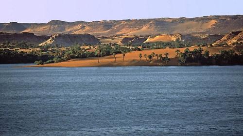 Hồ nước kỳ diệu giữa sa mạc Sahara - 7