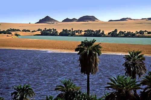 Hồ nước kỳ diệu giữa sa mạc Sahara - 8